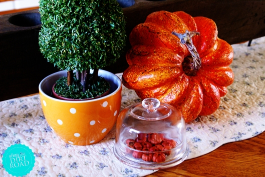 This pumpkin is another favorite.  Along with the little bowl.  What a wonderful vingette...favorite things.